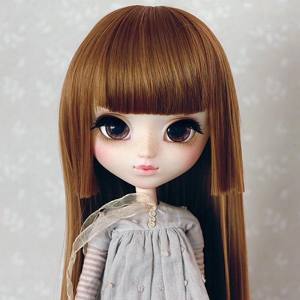9-10 Medium Wig with short strand - Sienna