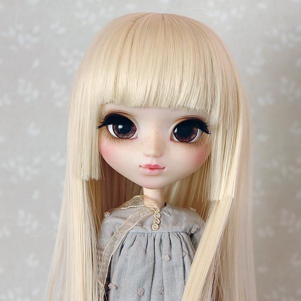 9-10 Medium Wig with short strand - Soft Blond