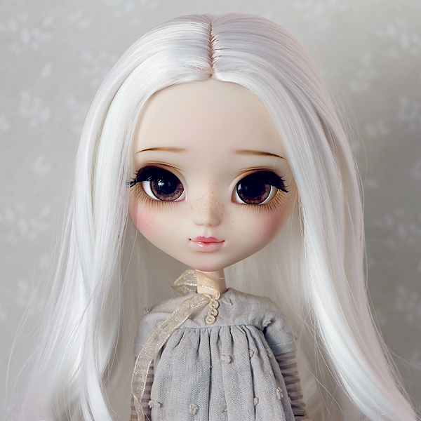 9-10 Curly Wig without Bangs - Floral White