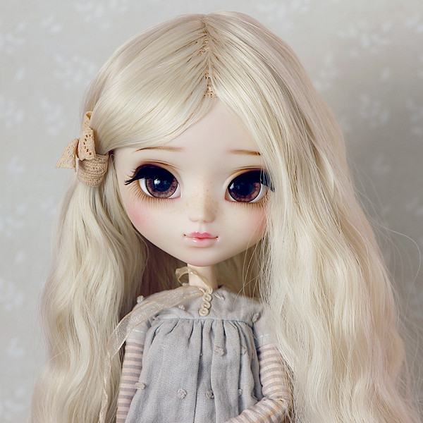 9-10 Medium waved Wig without Bangs - Milky Blond