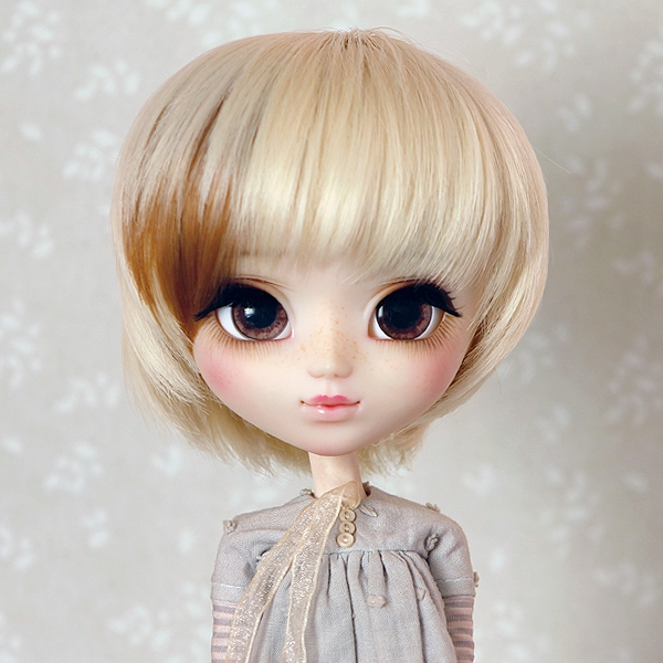 9-10 short straight two-colored wig - Mild Blond