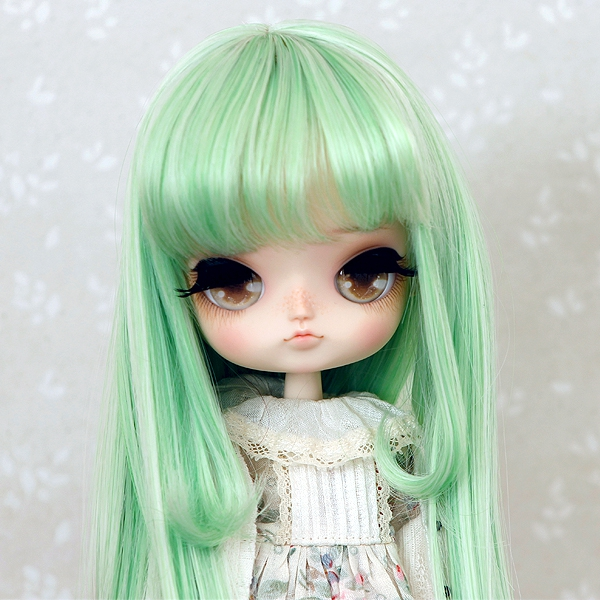 8-9 Medium Wig with curled strands - Melon Green