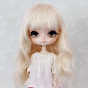 8-9 Medium wavy Wig - Milky Blond