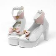 Weiße High-Heels mit Schleife und Sternchen