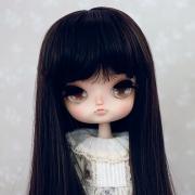 8-9 Medium Wig with Curls - Soft Black