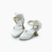 White delicate Pumps with ribbons
